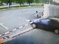 ざまあwww自動車泥棒がゲートを無理やりこじ開けて逃走したと思ったらw