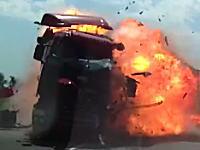 目の前で起きたヤバすぎる事故を撮影したドライブレコーダー。死亡事故。