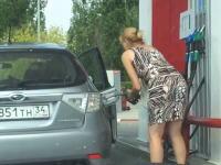 これはワラウわwなんでそうなるんだよwガソスタでお馬鹿な事になっている女性たち。