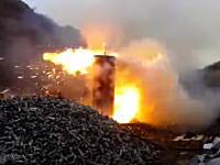 荒ぶる焼却炉。2000発の古くなった弾薬の廃棄作業の様子。