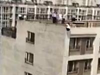 原因は夫の浮気。説得に応じずマンションの屋上から身を投げた女性。
