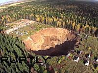ロシアスケールでかすぎwwwロシアの成長し続ける大穴を空撮したビデオ。