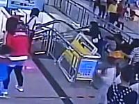 中国のエスカレーターでまた天板事故が発生。今回はギリギリでセーフに。