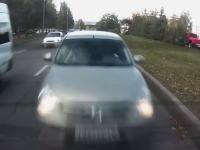 どんな運転してんだww路駐していたうp主に激しく追突してきた女性ドラ。エアバッグが開く瞬間。