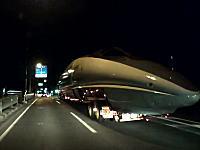 これはちょっとワクワクするかも。深夜の一般道で500系新幹線の陸送に遭遇した。