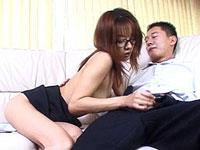 メガネをかけたインテリ女教師が男を誘惑・・・[無修正]